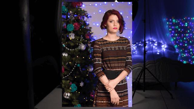 Фотография людей с новогодней ёлкой