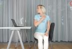 3 упражнения за рабочим столом